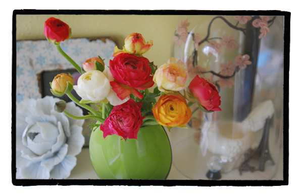 Flowers_on_mantelonelovephoto